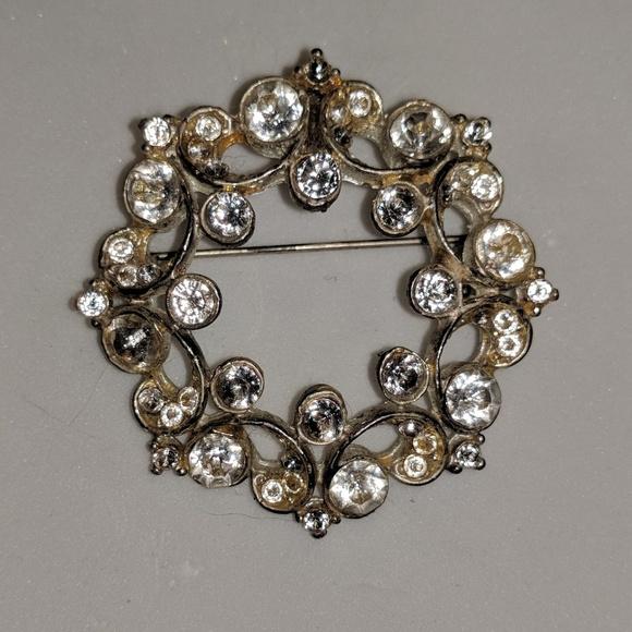 Jewelry - Silver Wreath Diamond Cubic Zirconia Brooch